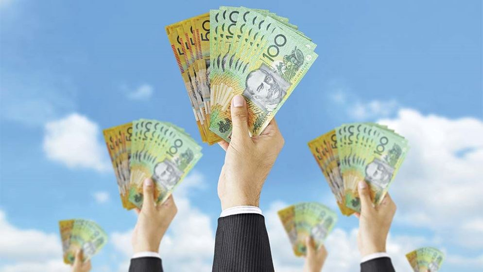 mortgage brokers hands holding money